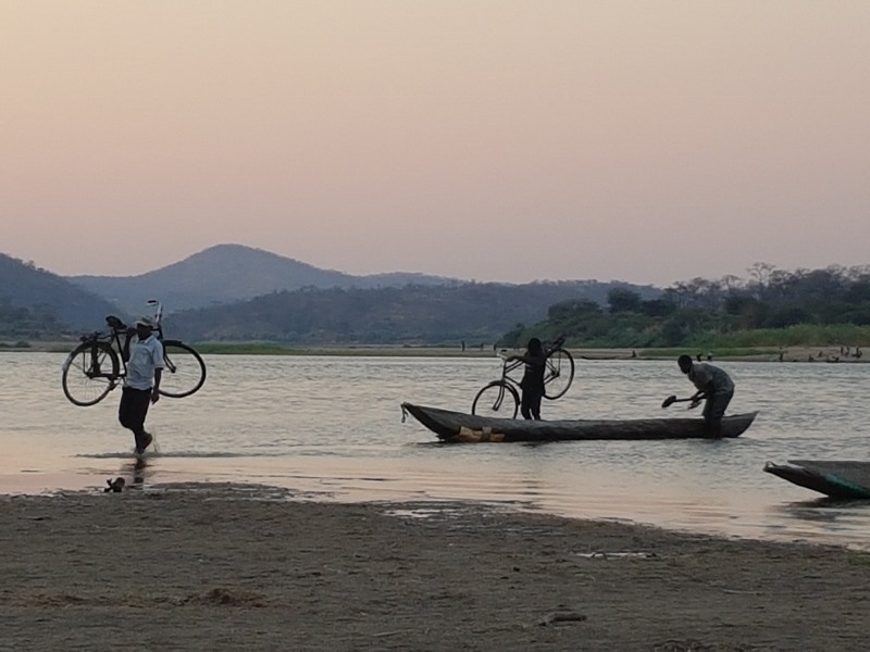 Lusaka to Chipata – Climbing mountains with no gears; a beautiful spot on the Luangwa River and some man-down team members